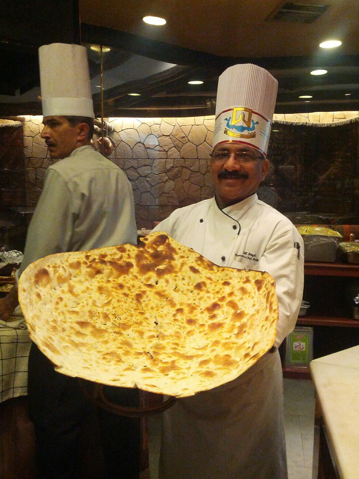 http://7continentstraveldotnet.files.wordpress.com/2013/04/chef-singh-with-naan-bukhara.jpg